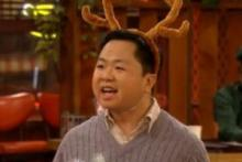 2 broke girls han the reindeer