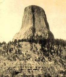 Devils Tower calling UFO seekers, as mystery surrounds first national monument